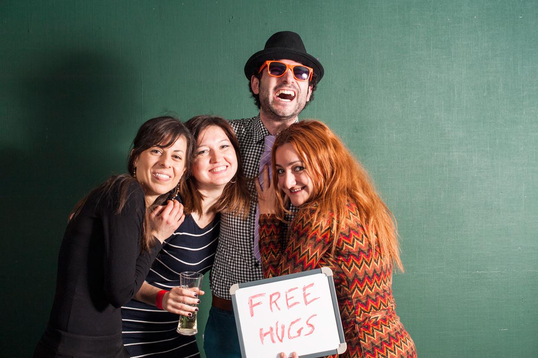 hjorthmedh-portuguese-carnival-free-hugs-2