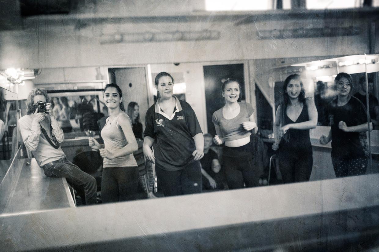hjorthmedh-cirque-de-bombay-behind-the-scenes
