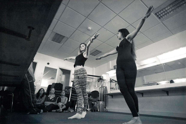 hjorthmedh-cirque-de-bombay-dancing-2