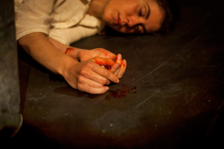 hjorthmedh-her-naked-skin-bloody-hands
