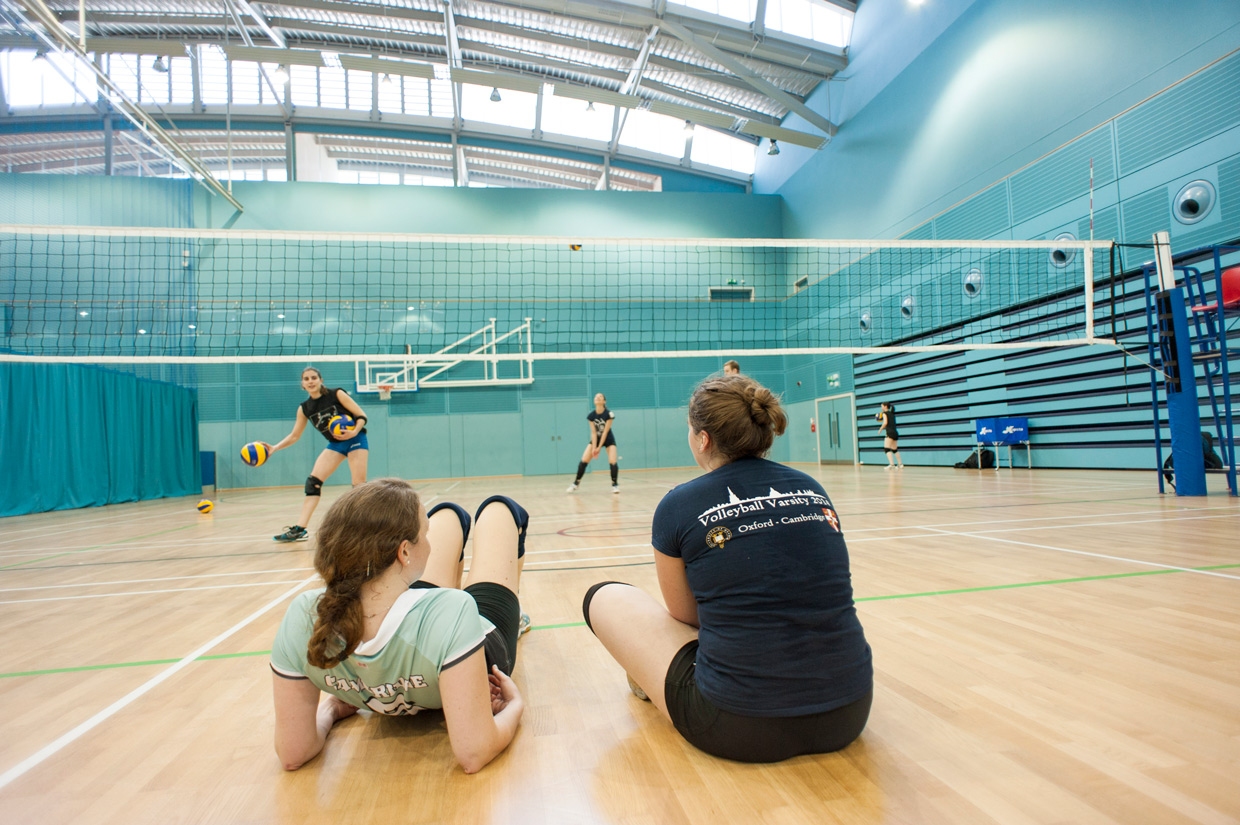 hjorthmedh-volleyball-practice-resting