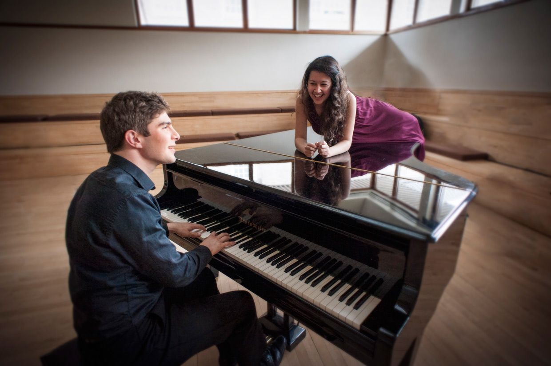 hjorthmedh-CUMS-portrait-piano-2