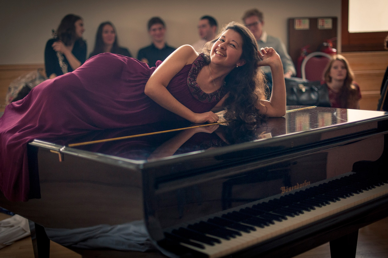 hjorthmedh-CUMS-portrait-piano