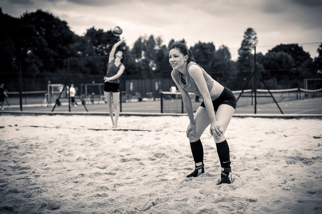 hjorthmedh-beachvolleyball-ana-froso-serve