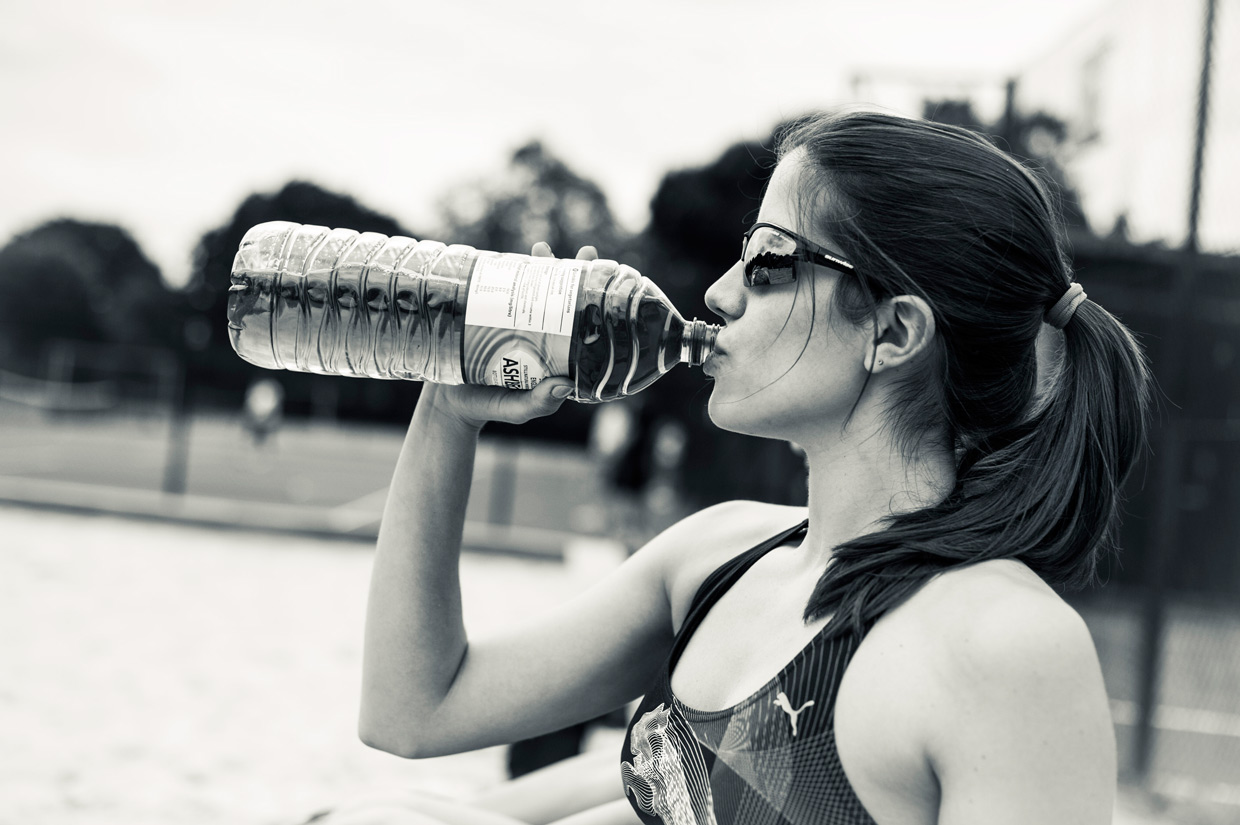 hjorthmedh-beachvolleyball-christiana-drinking