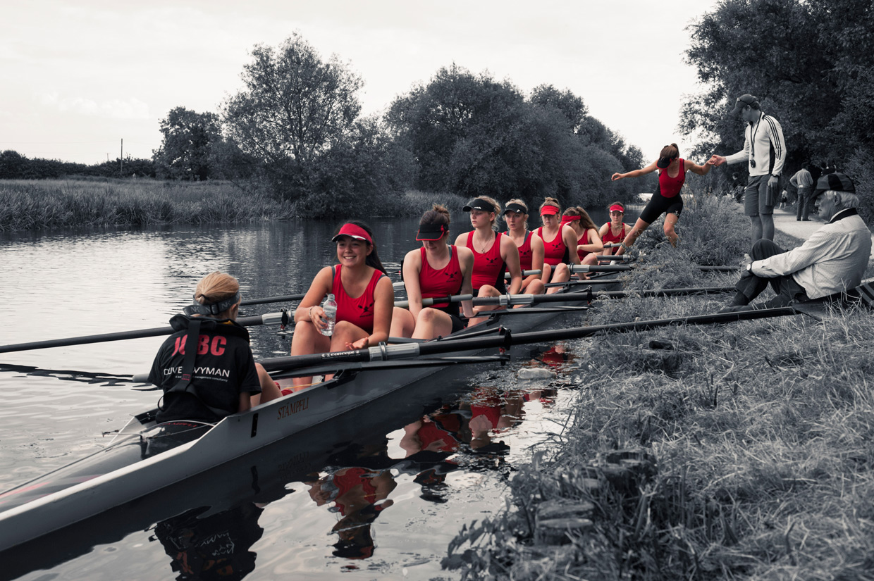 hjorthmedh-may-bumps-women-entering-boat