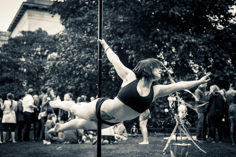 hjorthmedh-saturnalia-pole-dancing-2