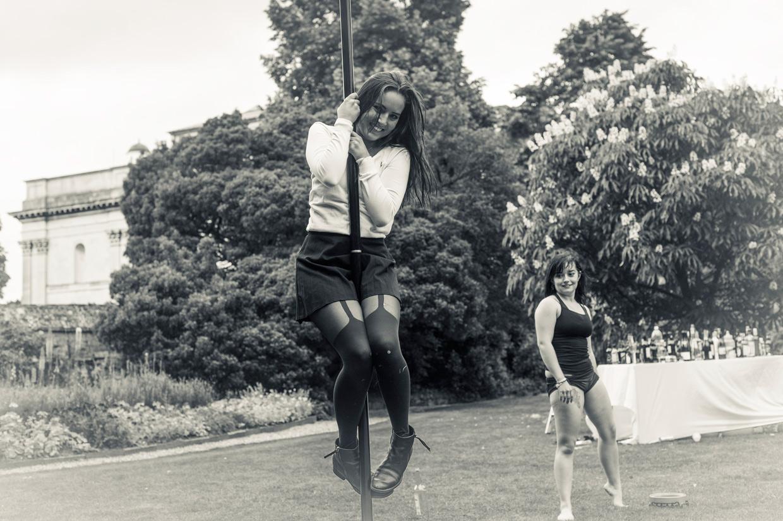 hjorthmedh-saturnalia-pole-dancing-3