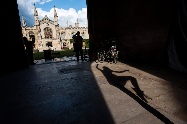 hjorthmedh-urban-ballet-college-entrance-shadow