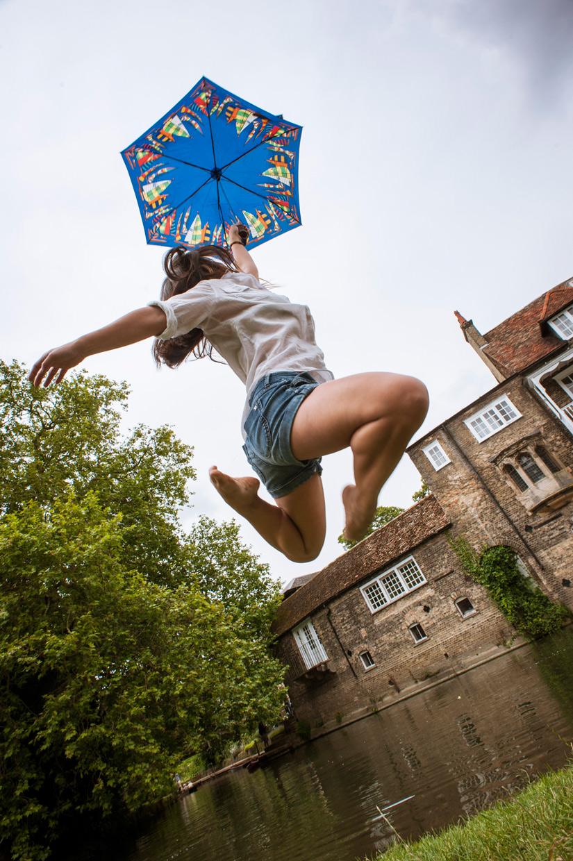 hjorthmedh-levitation-workshop-umbrella
