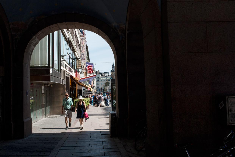 hjorthmedh-new-lens-hare-krishna-parade-archway