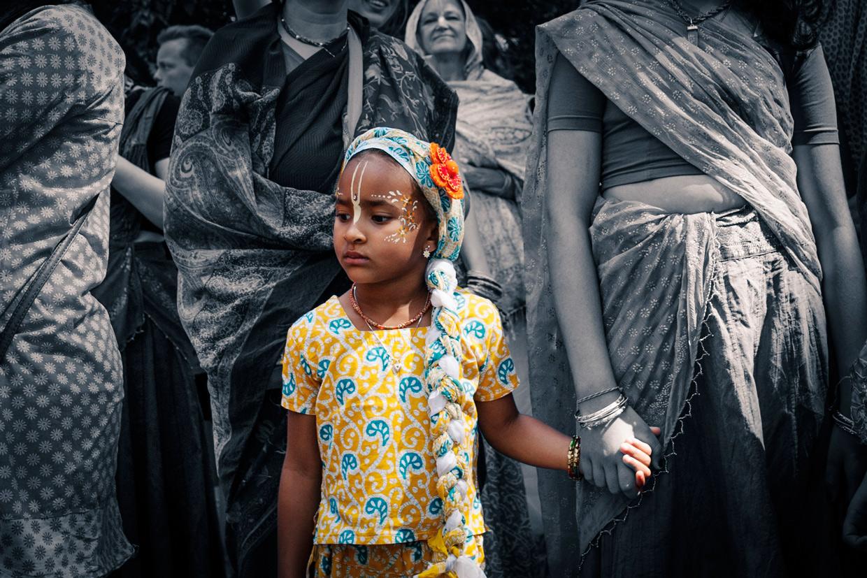 hjorthmedh-new-lens-hare-krishna-parade-girl-holding-hands