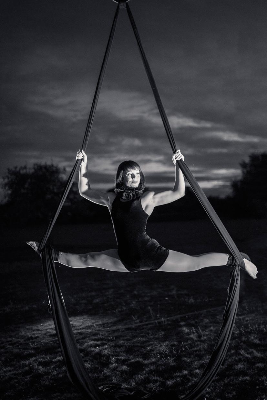 hjorthmedh-neon-moon-summer-circus-joanne