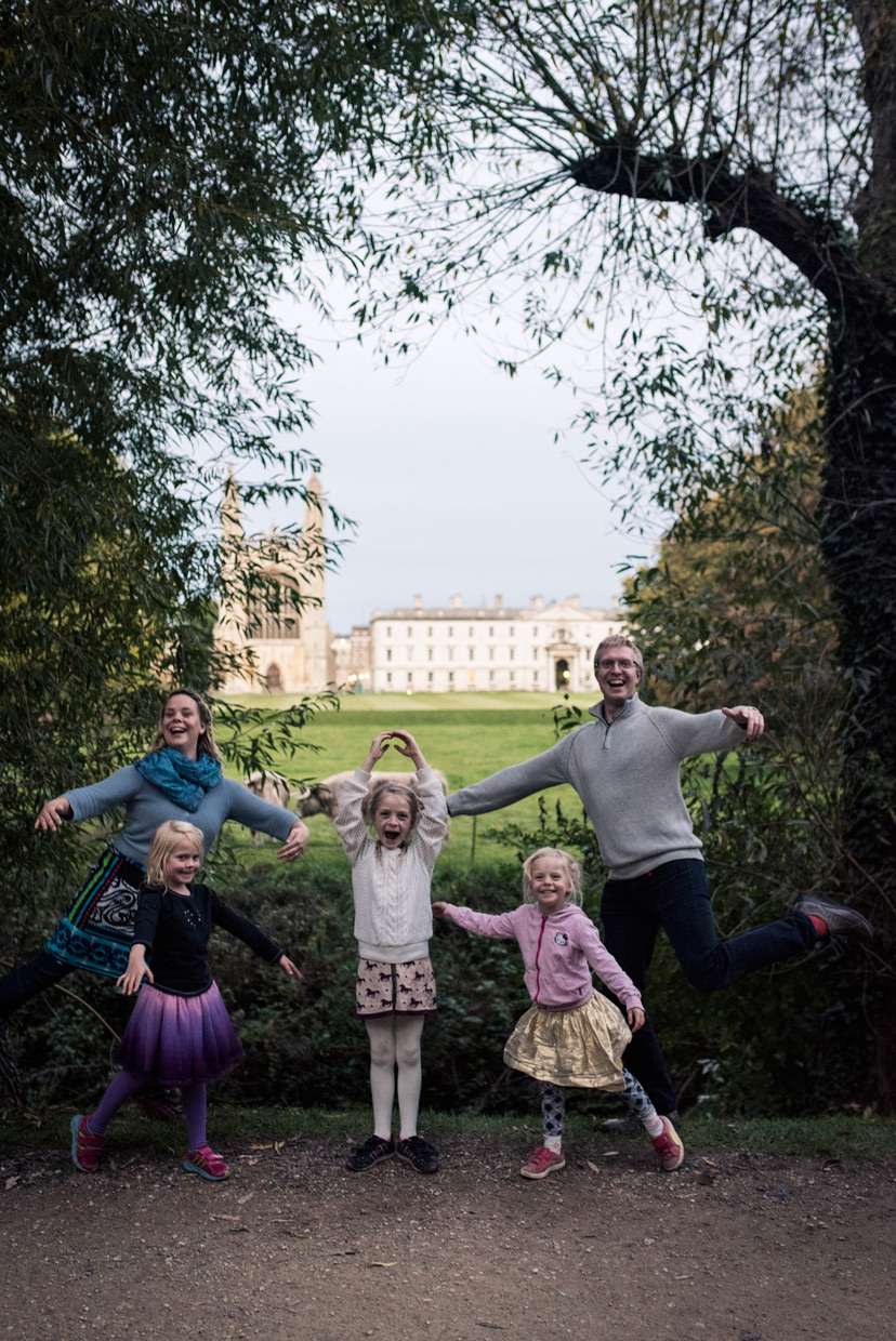 hjorthmedh-cambridge-family-fun-kings-ballet-family-photo