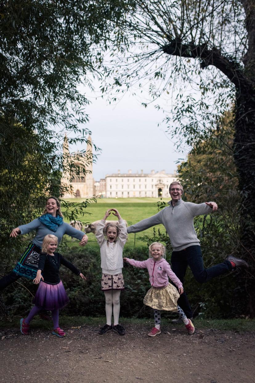 hjorthmedh-cambridge-family-fun-kings-ballet-family-photo