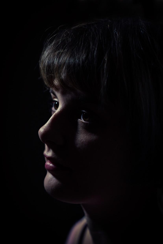 hjorthmedh-danni-dark-portrait