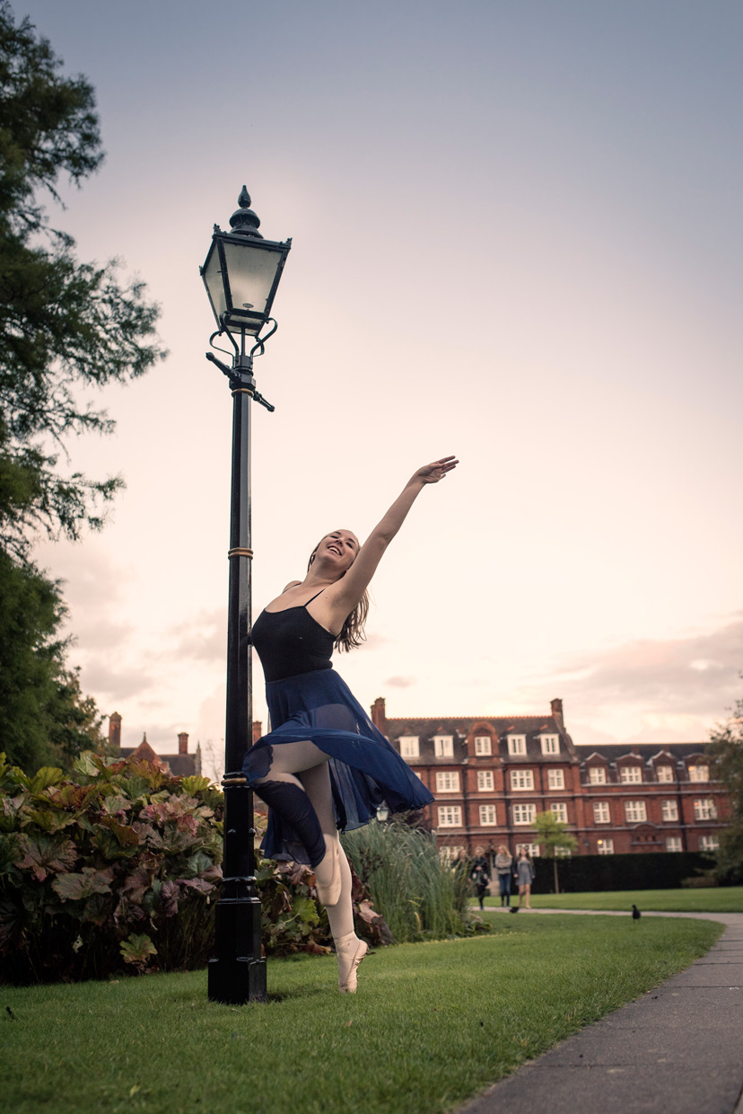 hjorthmedh-on-with-the-ballet-philippa-lamp-post