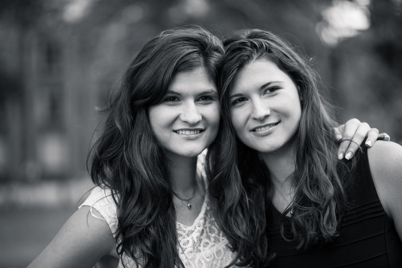 hjorthmedh-twins-smiling