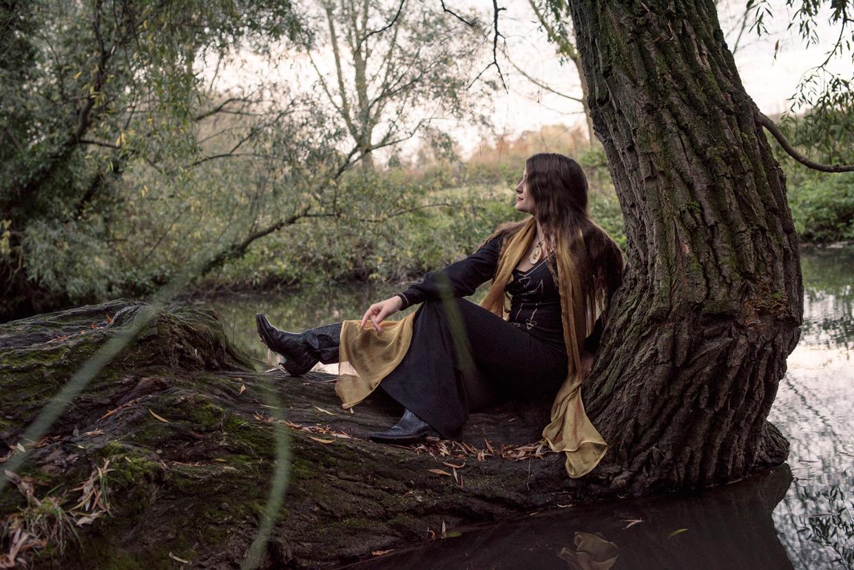 hjorthmedh-demelza-tree-trunk
