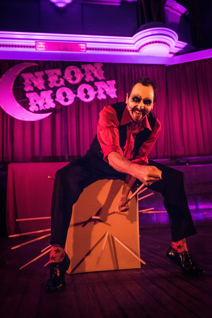 hjorthmedh-neon-moon-ball-box-2