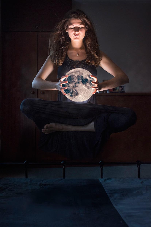 hjorthmedh-stoyana-moon-levitation