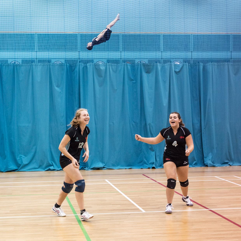 hjorthmedh-volleyball-cambridge-jumping-guy