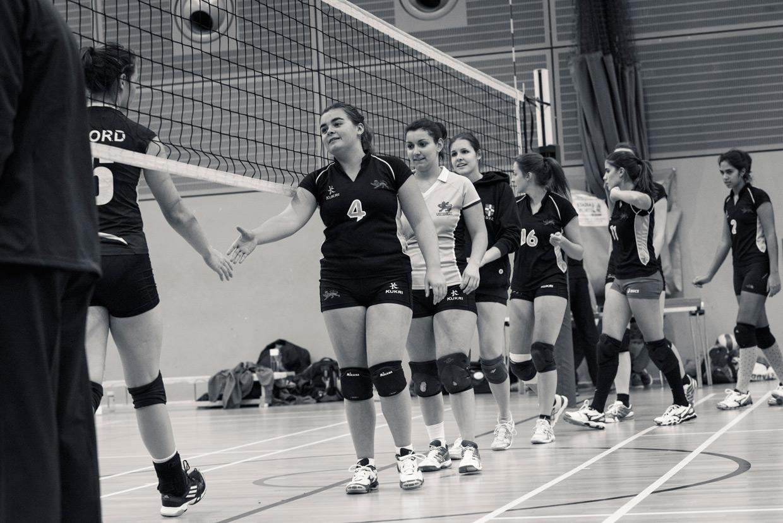 hjorthmedh-volleyball-cambridge-shake-hands