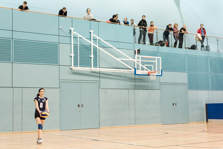 hjorthmedh-volleyball-oxford-serve