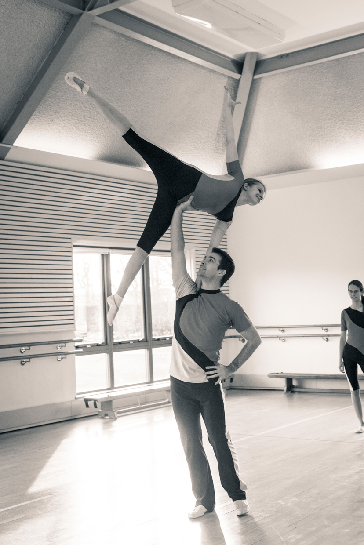 hjorthmedh-adc-evolution-rehearsal-acrobalance-1