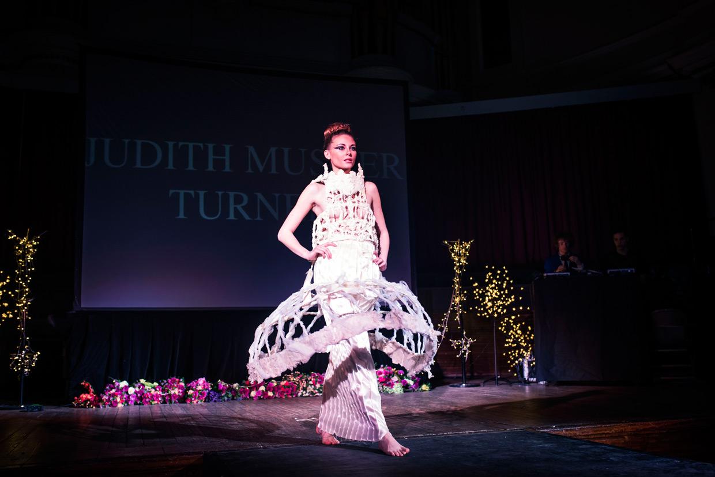 hjorthmedh-cambridge-university-fashion-show-16