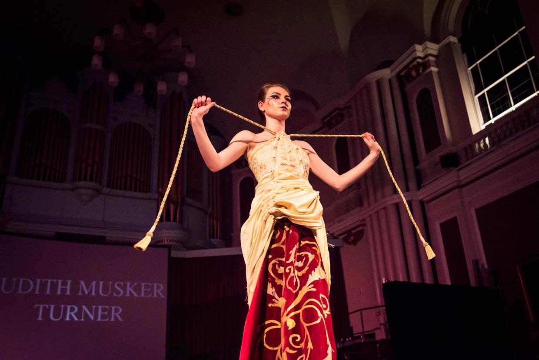 hjorthmedh-cambridge-university-fashion-show-19