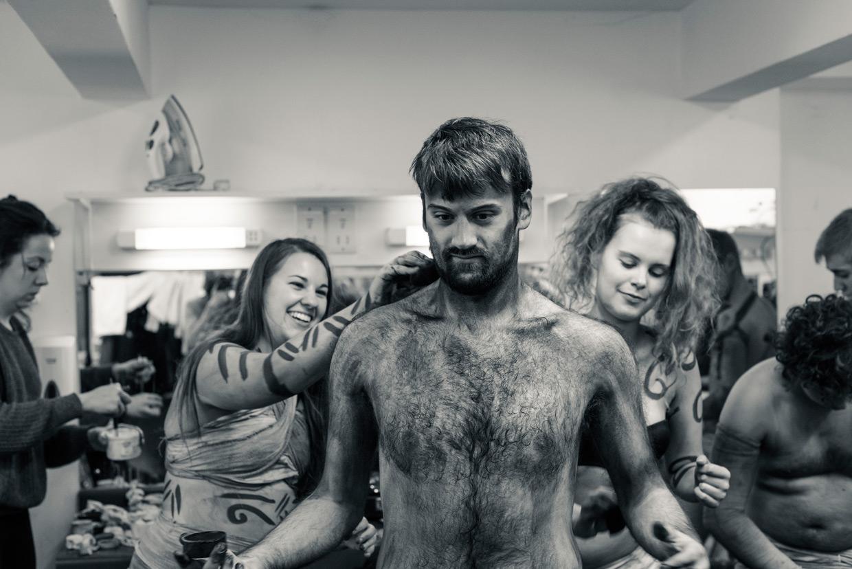 hjorthmedh-equus-behind-the-scenes-grooming