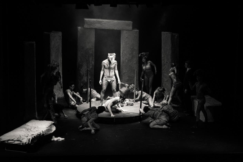 hjorthmedh-equus-behind-the-scenes-stage-4