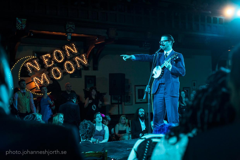 Mr B playing banjo at Neon Moon