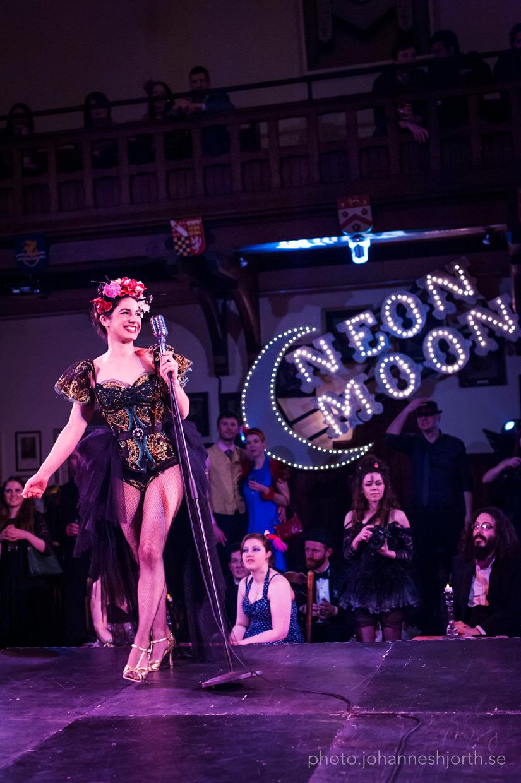 Natalya Umanska presenting the Gilded Birdcage, Neon Moon