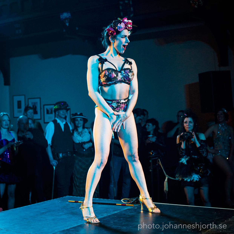 Natalya Umanska stripping