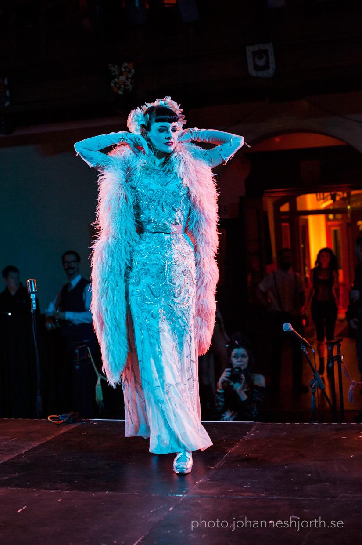 Talulah Blue, Diamond Girl act