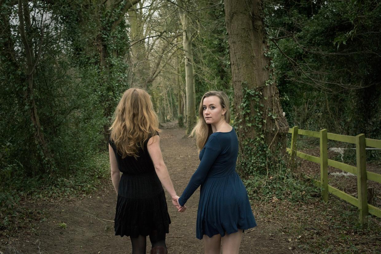 hjorthmedh-poetry-in-botanic-garden-alicia-rebekah-walking