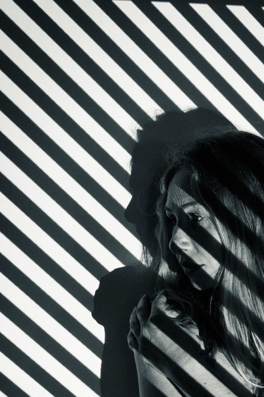man-ray-meets-escher-alicia-diagonal-stripes-closeup