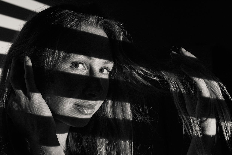 man-ray-meets-escher-alicia-stripes-closeup