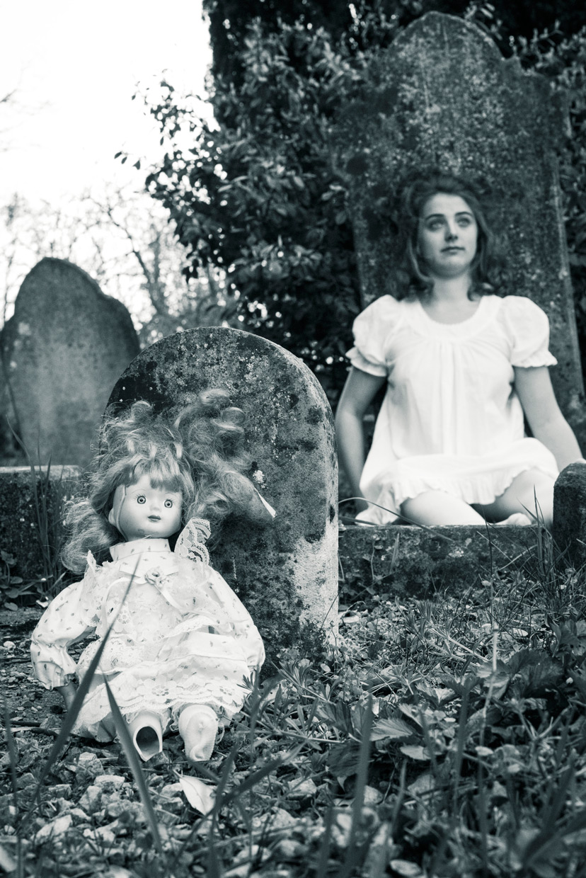 hjorthmed-the-turn-of-the-screw-cemetery-two-dolls