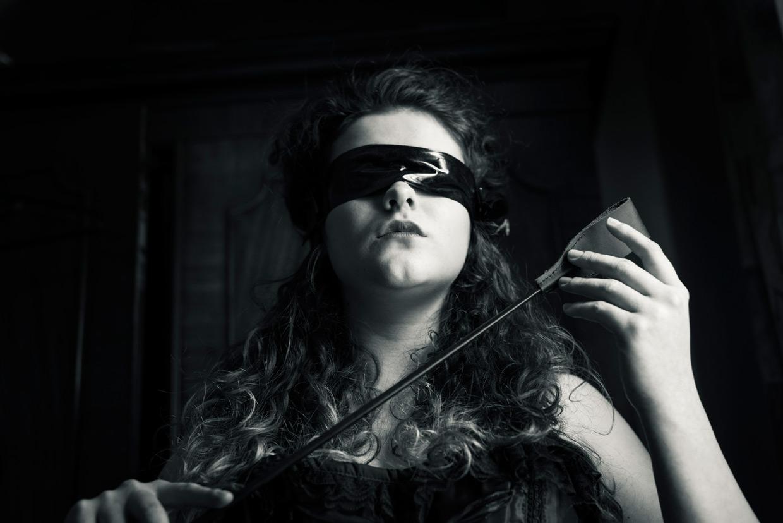 hjorthmedh-50-shades-of-eve-blind-crop