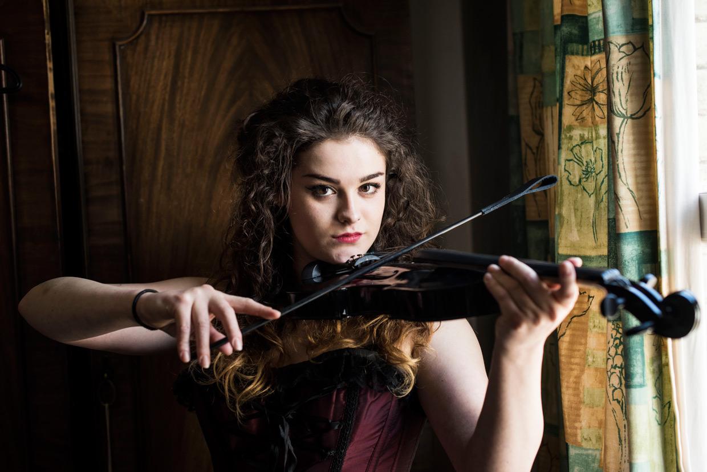 hjorthmedh-50-shades-of-eve-violin-crop