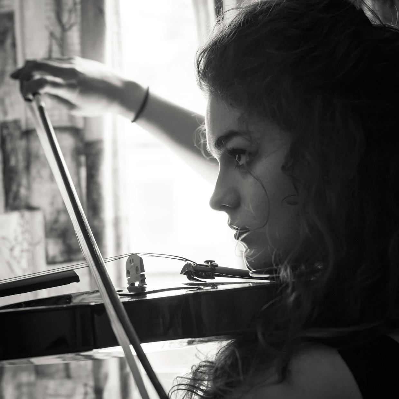 hjorthmedh-50-shades-of-eve-violin
