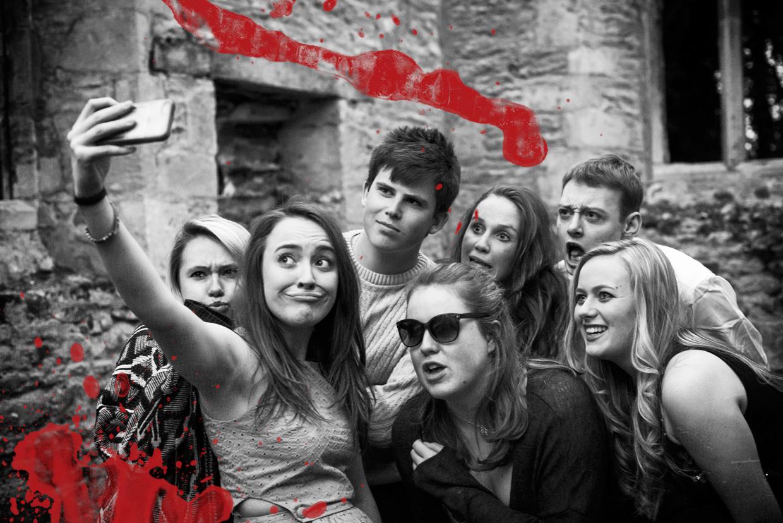 hjorthmedh-blood-wedding-church-selfie-1