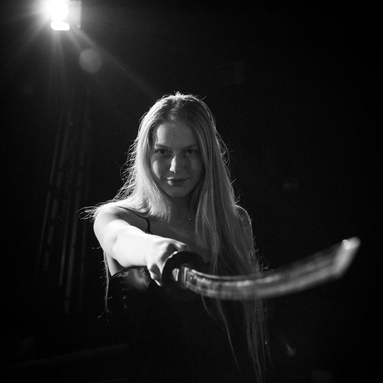 hjorthmedh-a-severed-head-dress-rehearsal-1
