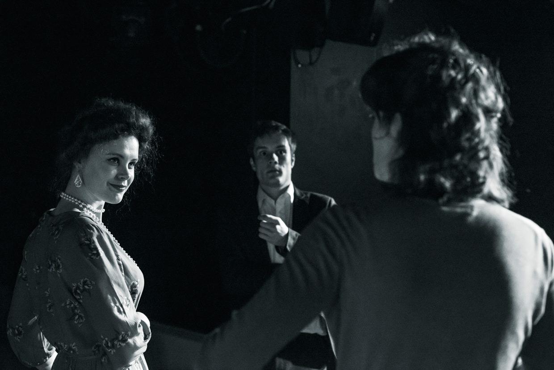 hjorthmedh-a-severed-head-dress-rehearsal-18