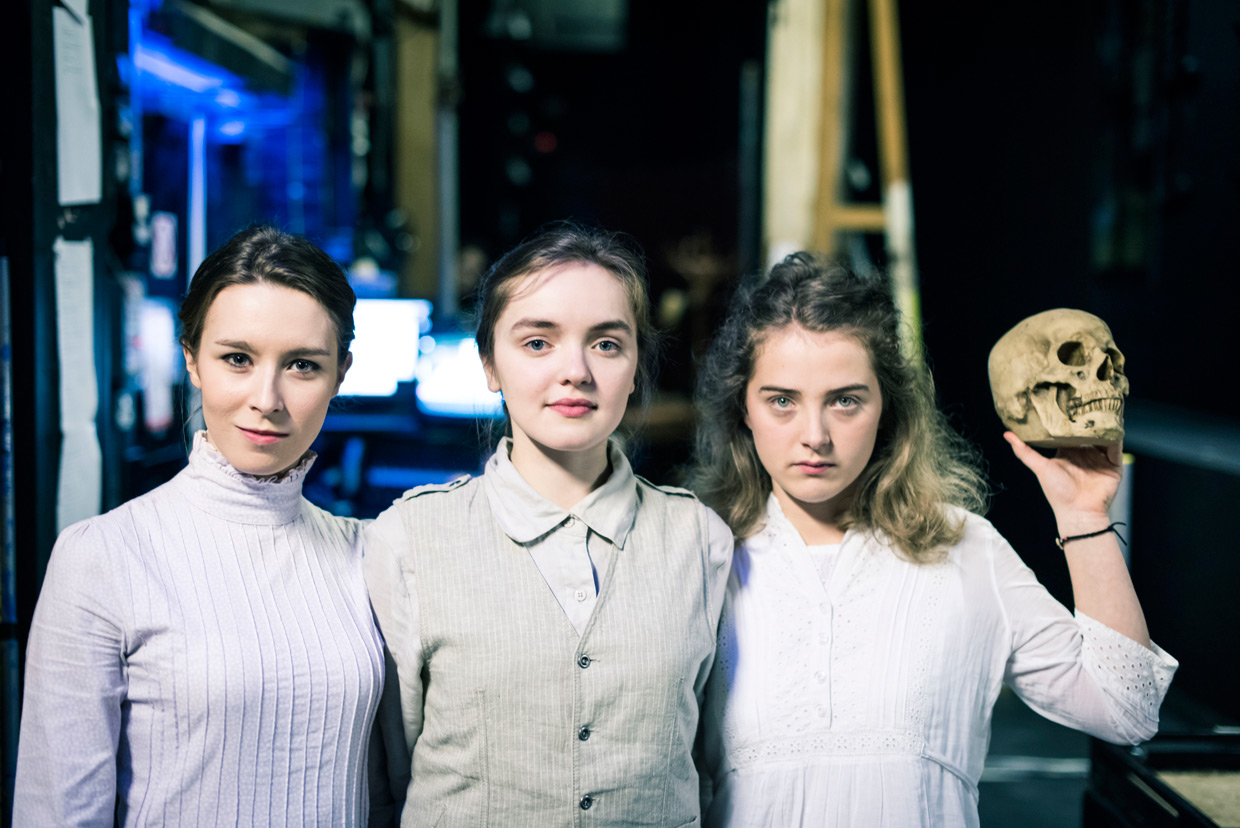 hjorthmedh-playing-grown-up-8-helena-blair-isobel-laidler-rose-reade