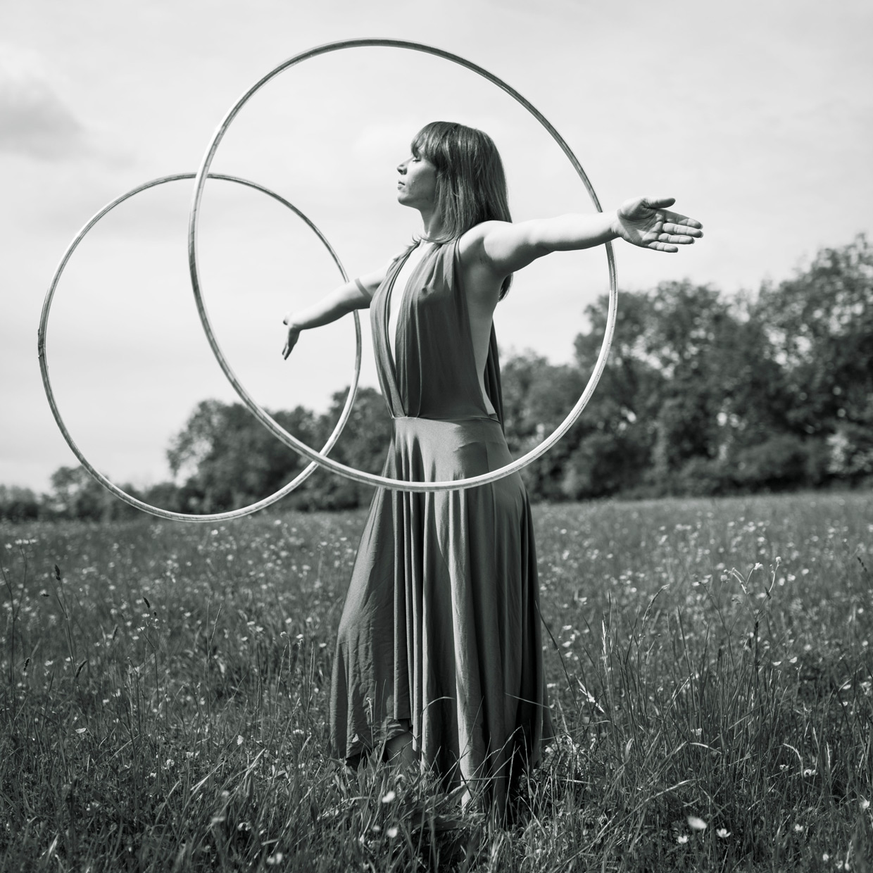 hjorthmedh-playing-with-hoops-6