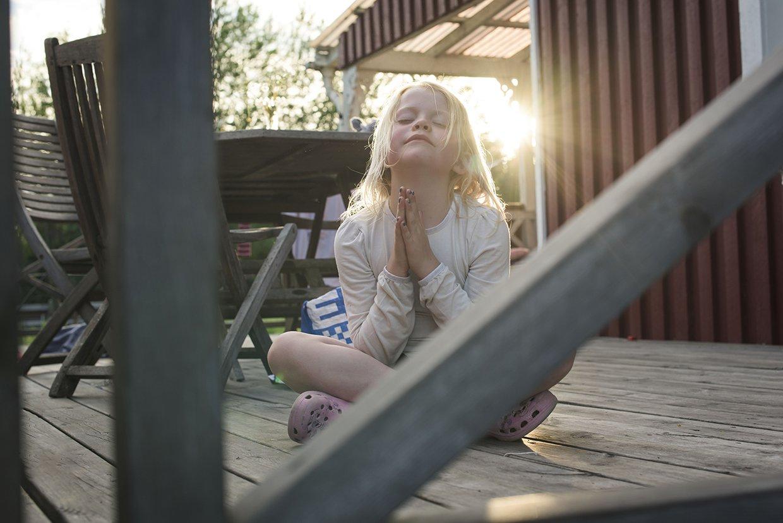 hjorthmedh-a-swedish-fairy-tale-5-meditating